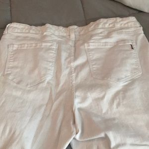 Ladies white ankle length jeans